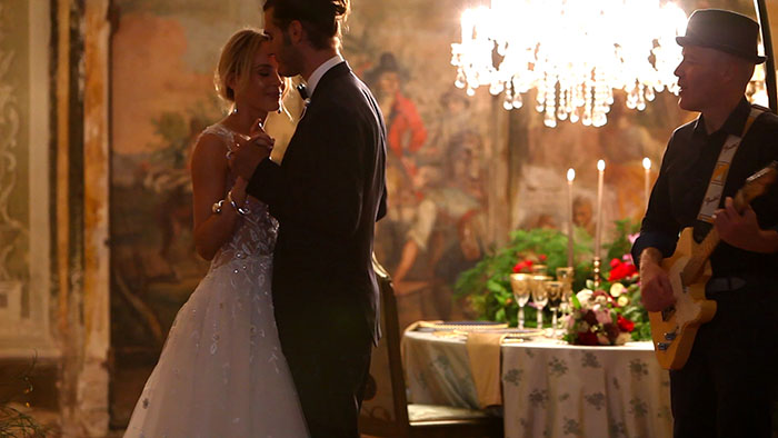 Elopement in Tuscany - The first dance inside the villa